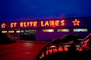 Starlite Lanes - Lebanon, MO ©2005 Mary Schilpp.  All rights reserved. www.maryschilpp.com www.thegirlspictures.com (954) 389-7447